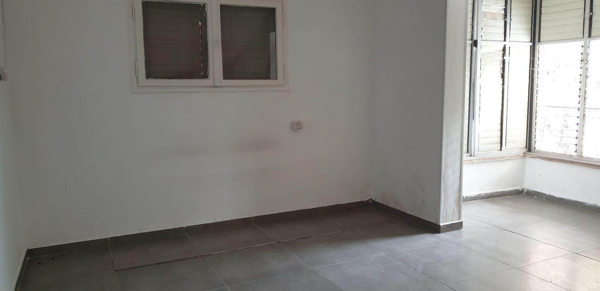 דירה ל מכירה 2.5 חדרים בפתח תקוה